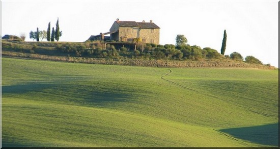 a typical tuscan farmhouse