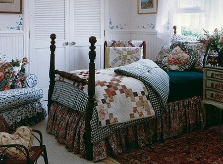 Colonial country home decor in a bedroom
