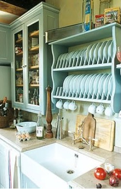 country kitchen ideas showing a belfast sine and plate holder - Country Kitchen Ideas
