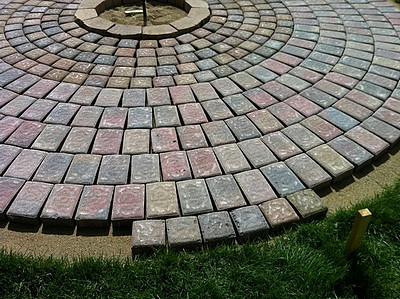 How to build a patio and fire pit with easy instructions and step by placing the last row of patio pavers solutioingenieria Image collections